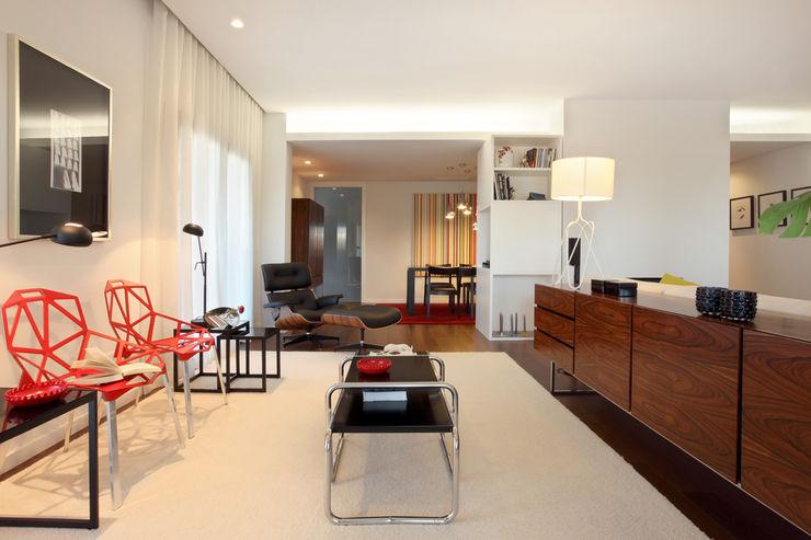 Contemporaneity seeing the river… Tiago Patricio Rodrigues, Arquitectura e Interiores Moderne Wohnzimmer