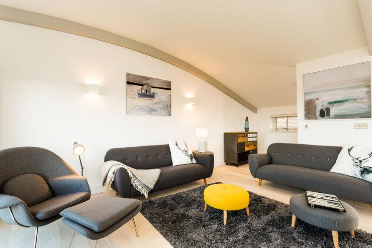 Sundown, Widemouth Bay, Cornwall The Bazeley Partnership Modern living room