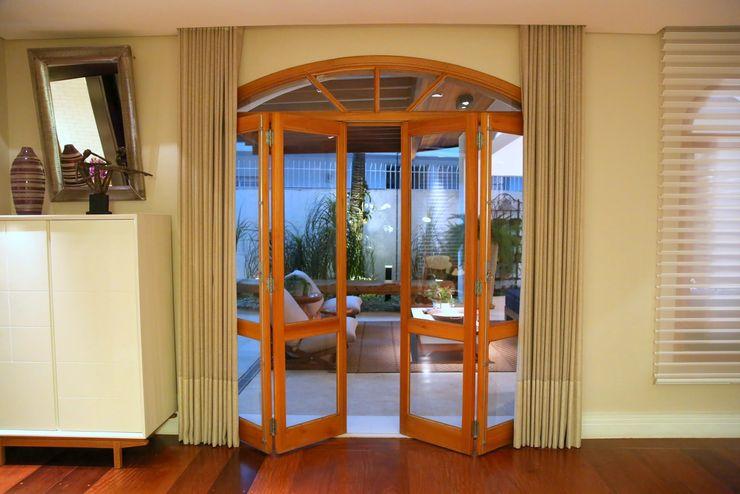 MeyerCortez arquitetura & design Modern windows & doors