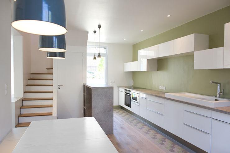 Yeme + Saunier Minimalist kitchen