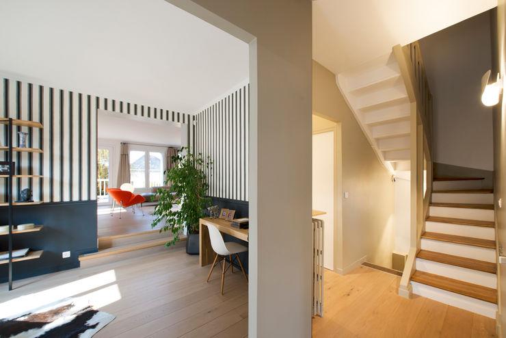 Hélène de Tassigny Modern Corridor, Hallway and Staircase