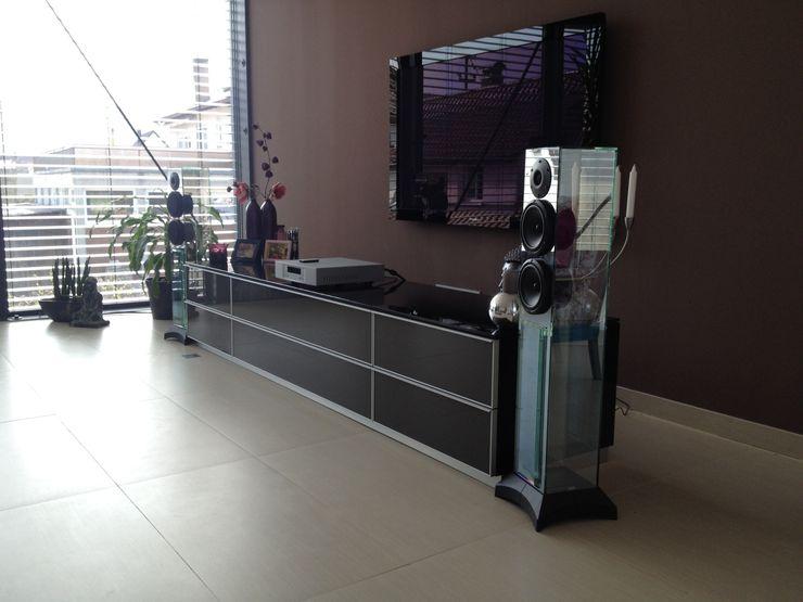 visions&more Gansloser Energiesparhäuser Moderner Multimedia-Raum