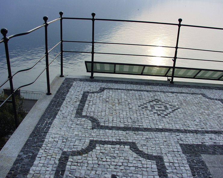 Villa Socotina – Lago di Como Archiluc's - Studio di Architettura Stefano Lucini Architetto Balcone, Veranda & Terrazza in stile classico