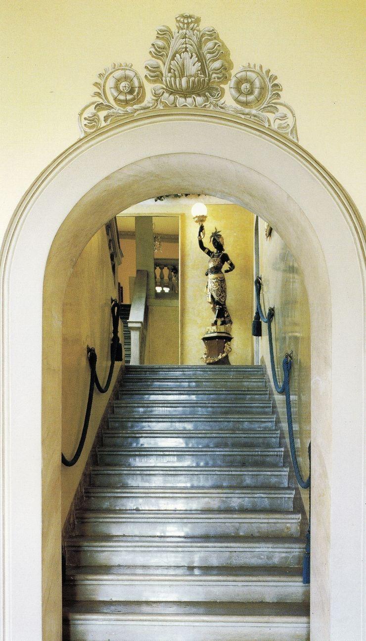 Villa Belvedere – Blevio Lago di Como Archiluc's - Studio di Architettura Stefano Lucini Architetto Ingresso, Corridoio & Scale in stile classico