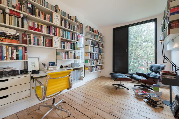 homify Minimalist study/office