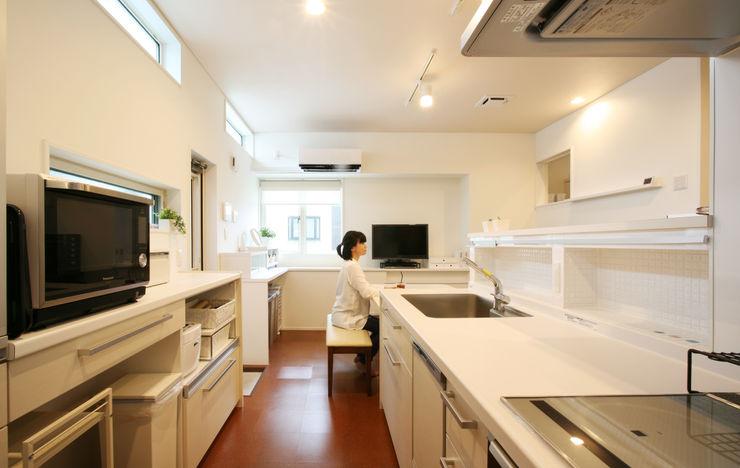 吉田設計+アトリエアジュール Modern style kitchen