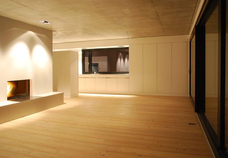 Marc Saladin Architekten GmbH Cocinas de estilo minimalista