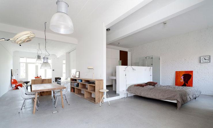Schlafbereich mit Küche Tim Diekhans Architektur Industriale Schlafzimmer