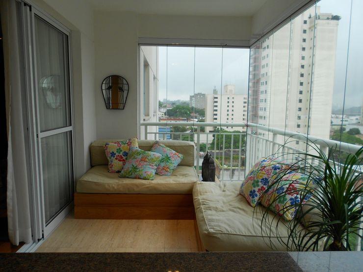 Compondo Arquitetura Modern balcony, veranda & terrace