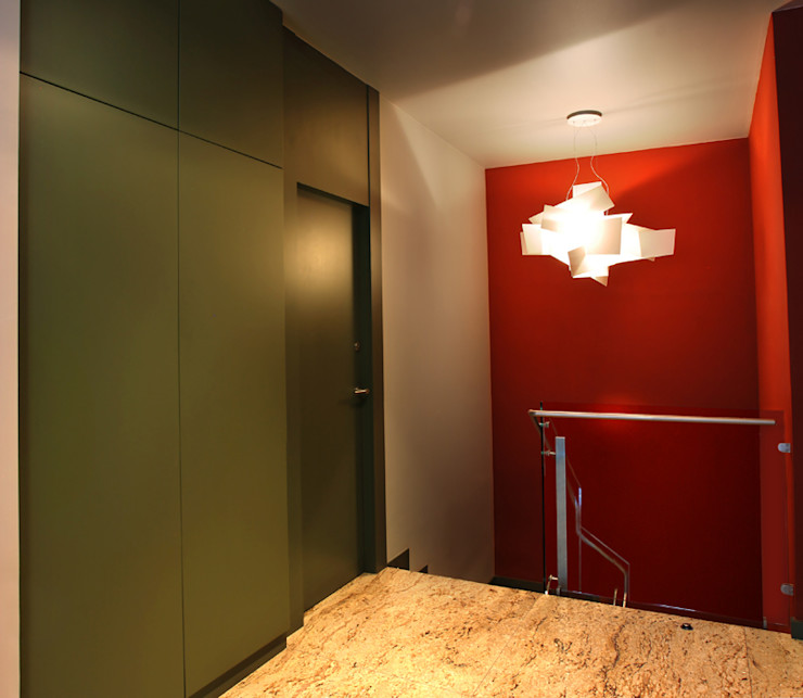 Puigdesens fusteria interiorisme Коридор, прихожая и лестница в модерн стиле