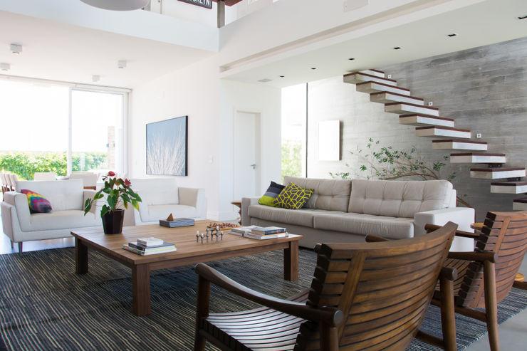 SBARDELOTTO ARQUITETURA Modern living room