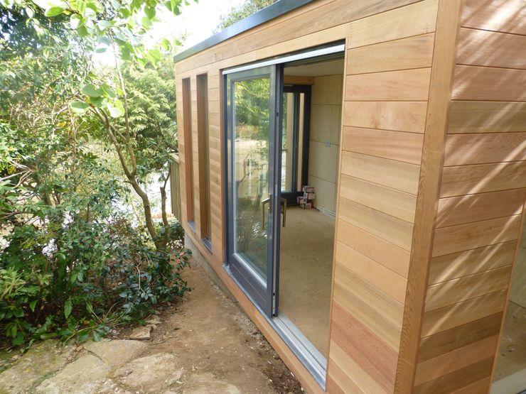 Malpas Project - Cornwall Building With Frames Garajes y galpones de estilo moderno