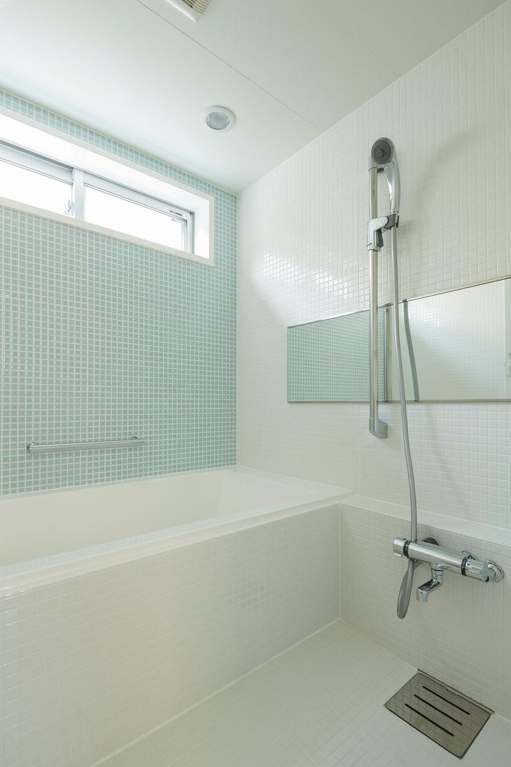 株式会社 建築集団フリー 上村健太郎 Ванная комната в стиле модерн