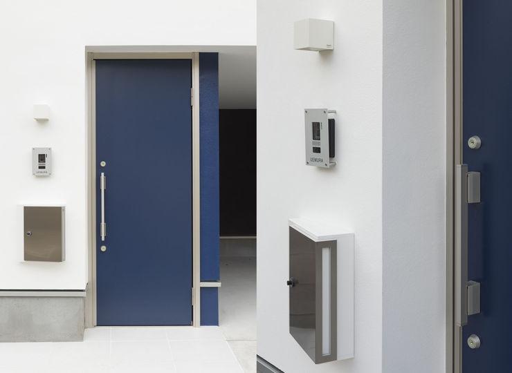 株式会社 建築集団フリー 上村健太郎 Окна и двери в стиле модерн