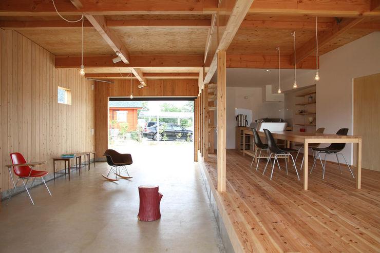 日名内村の家 dygsa モダンデザインの 多目的室