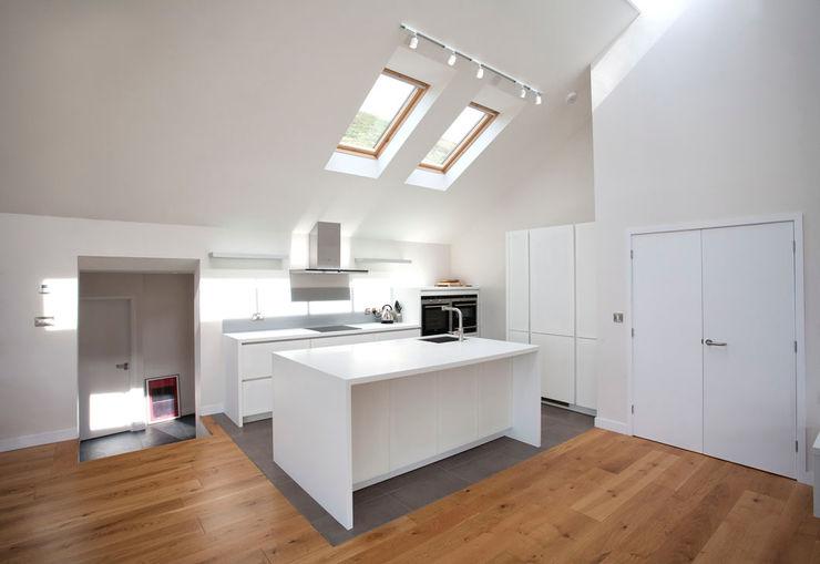 Grey Roofs, Crackington Haven, Cornwall The Bazeley Partnership Moderne Küchen