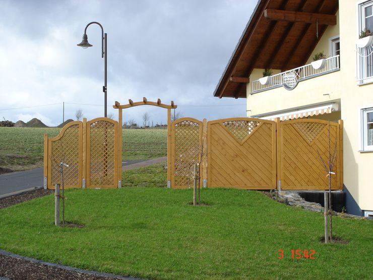 Creativ Sichtschutz BEGO Holz und Stahl Klassischer Balkon, Veranda & Terrasse