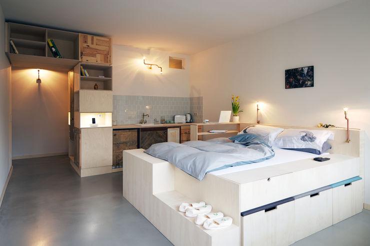 Main space homify Ausgefallene Schlafzimmer