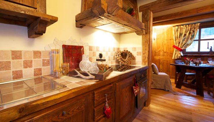Au Coeur de Neiges Rustic style kitchen