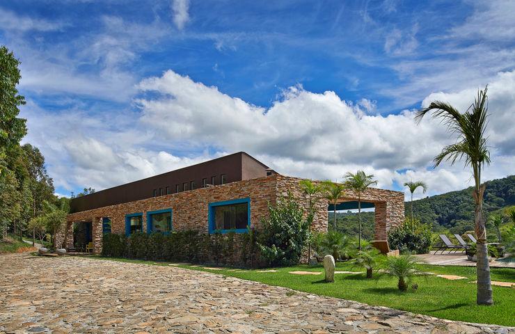 Beth Marquez Interiores Rustic style houses