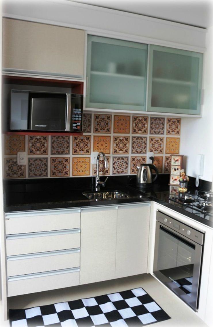 Nesta Espaços Extraordinários Modern kitchen
