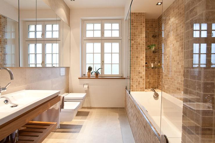 Sanierung Wohngebäude xs-architekten Klassische Badezimmer