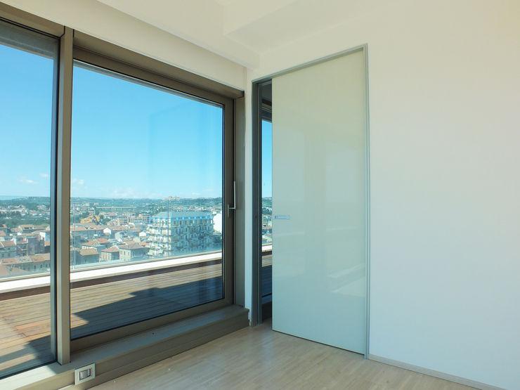 Attico_Newco56 Ingegneria Carlini Finestre & Porte in stile minimalista