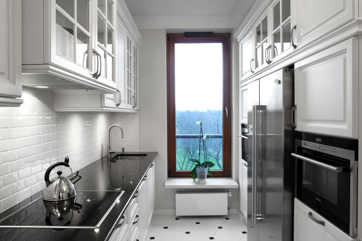 Słoneczny Mokotów RS Studio Projektowe Roland Stańczyk Klasyczna kuchnia