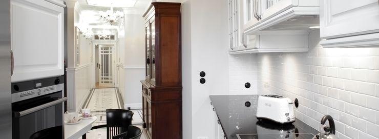 Słoneczny Mokotów RS Studio Projektowe Roland Stańczyk Klasyczny korytarz, przedpokój i schody