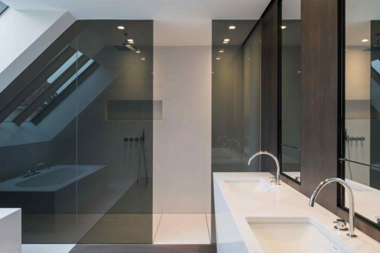 House Vdb S.Ingber & associates Salle de bain moderne