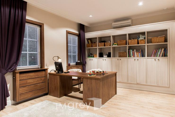 Classic Design – 230m2 TiM Grey Interior Design Klasyczny pokój multimedialny