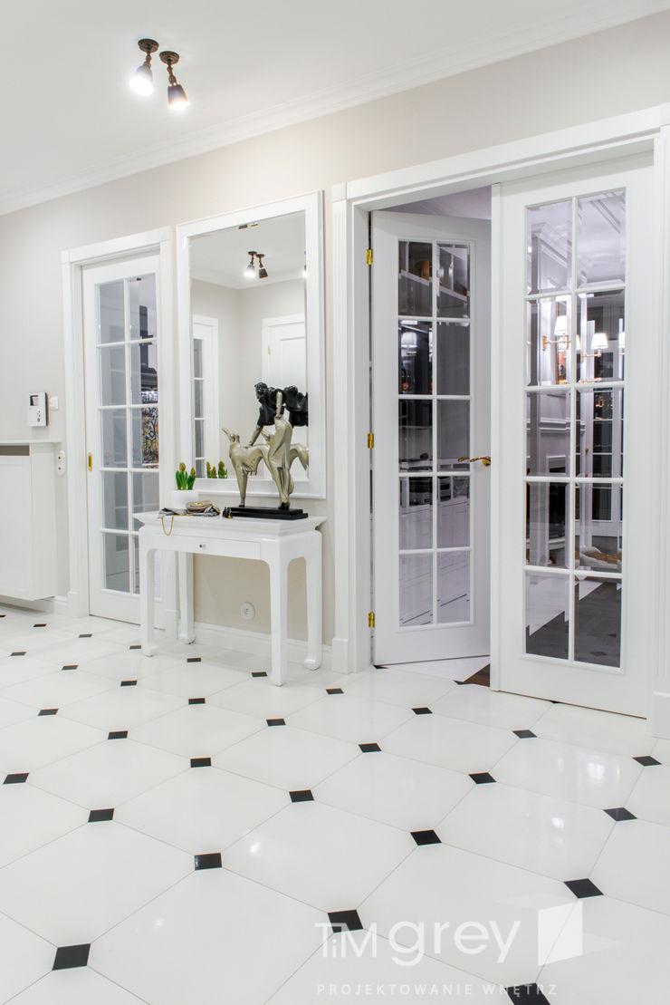 Classic Design – 230m2 TiM Grey Interior Design Klasyczny korytarz, przedpokój i schody