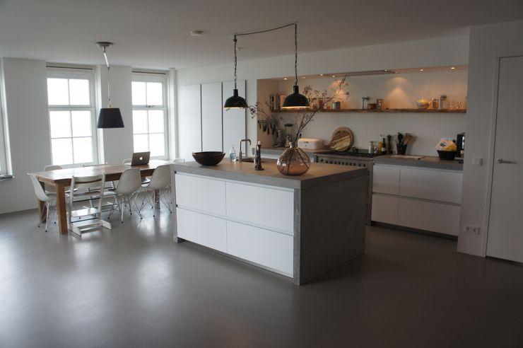 Leefkeuken met een gietvloer Design Gietvloer Moderne keukens