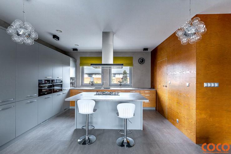 COCO Pracownia projektowania wnętrz Minimalistische Küchen