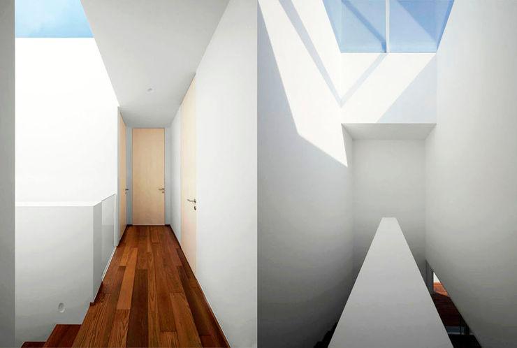 Casa LP Studio Gerosa Pareti & Pavimenti in stile moderno