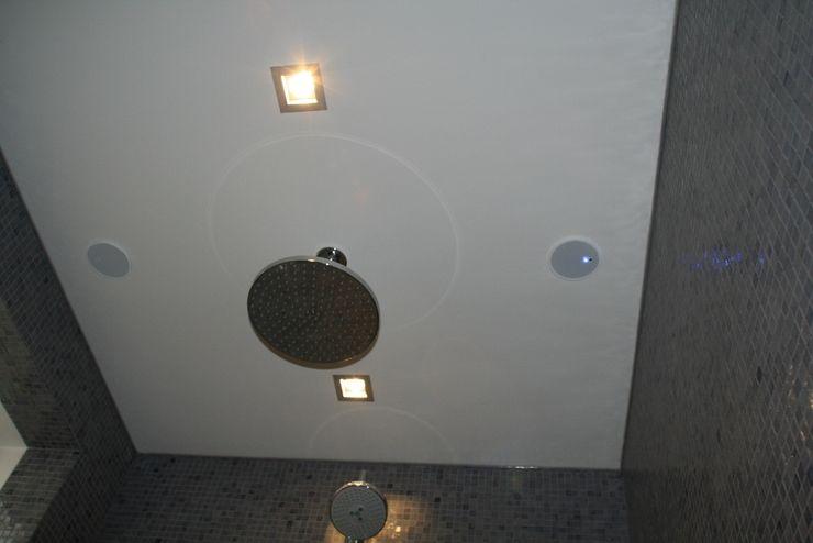 Hoofddouche en muziek Bad & Design Moderne badkamers