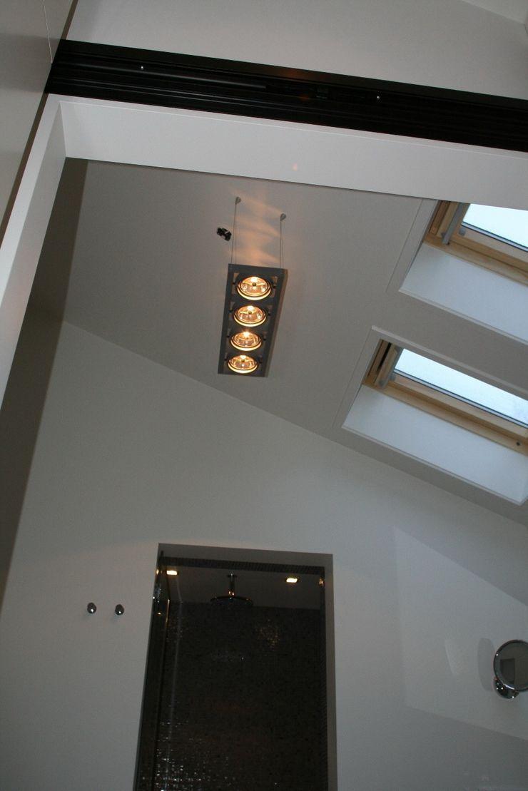 Hoogte met bijzonder licht Bad & Design Moderne badkamers