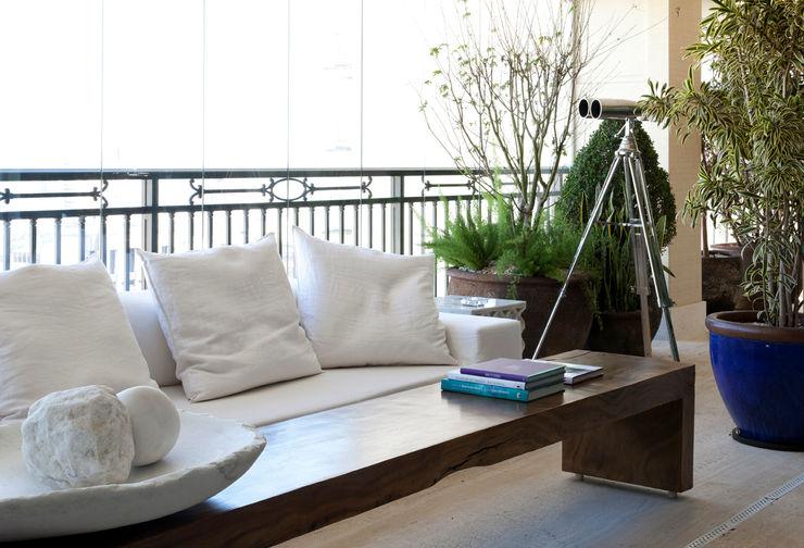 Liane Mazeron Rump Arquitetura Modern balcony, veranda & terrace