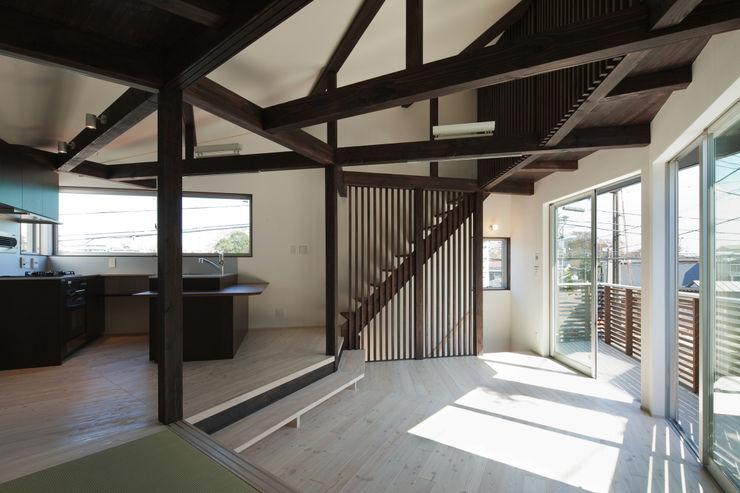 扇翁 充総合計画 一級建築士事務所 モダンデザインの リビング
