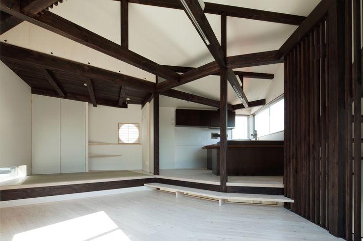 扇翁 充総合計画 一級建築士事務所 モダンデザインの ダイニング