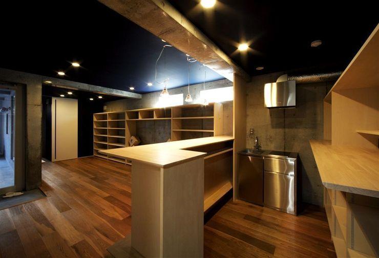 趣味の地下空間をもつコートハウス 充総合計画 一級建築士事務所 モダンデザインの 多目的室