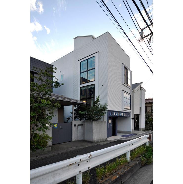 辻史彰建築研究所 Casas modernas