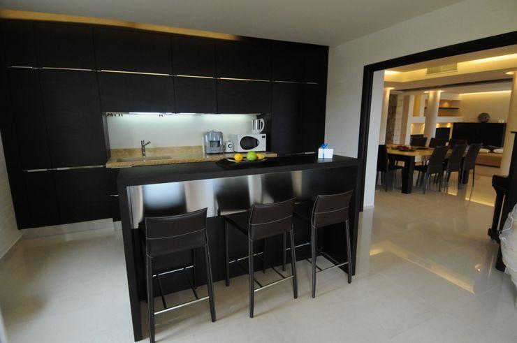 Vista della cucina CARLO CHIAPPANI interior designer Cucina in stile mediterraneo