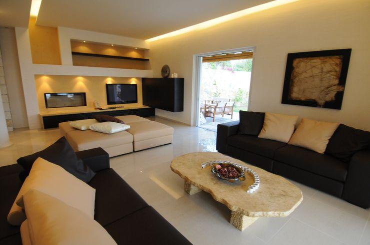 Vista dell'area relax del soggiorno CARLO CHIAPPANI interior designer Soggiorno in stile mediterraneo