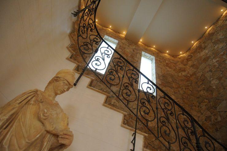 CARLO CHIAPPANI interior designer Mediterranean style corridor, hallway and stairs