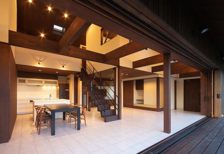 高気密高断熱の大屋根の家 STUDIO POH カントリーデザインの ダイニング