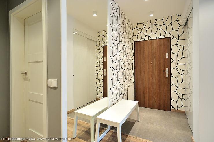 Projekt Kolektyw Sp. z o.o. Scandinavian style corridor, hallway& stairs