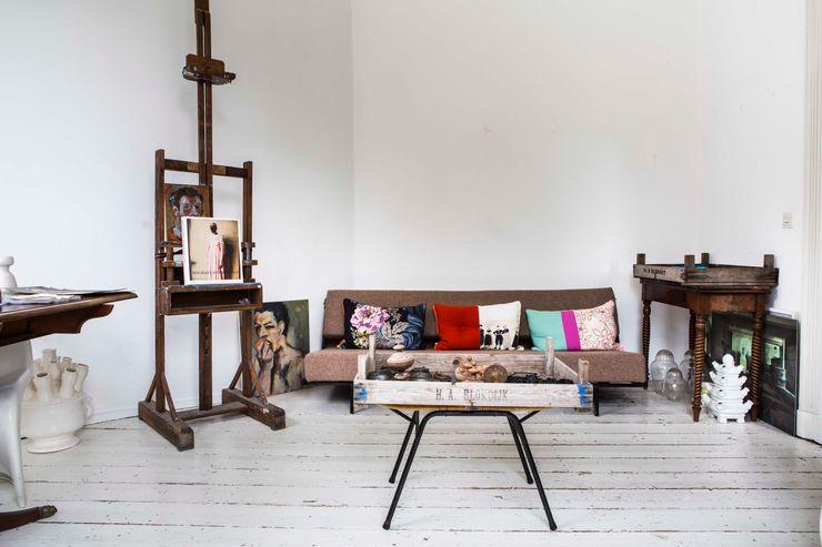 studio zipp Eclectic style study/office