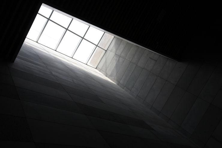 ADF Architects Modern corridor, hallway & stairs