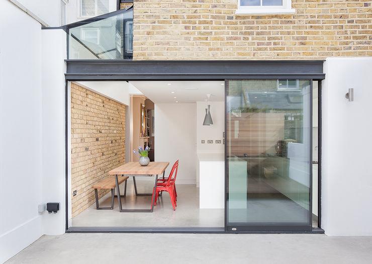 inside/outside TAS Architects Minimalistyczne okna i drzwi